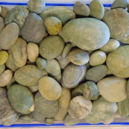 Dry green stones