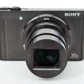 Zoom lens extended. Source: https://www.photographyblog.com/reviews/sony_cybershot_dsc_wx500_review